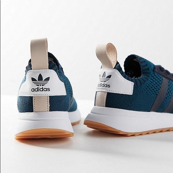 lowest price 87aaa b3752 Adidas Navy Flashback Primeknit Sneaker 👟